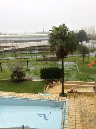TRYP Porto Expo Hotel : The pool from my window.