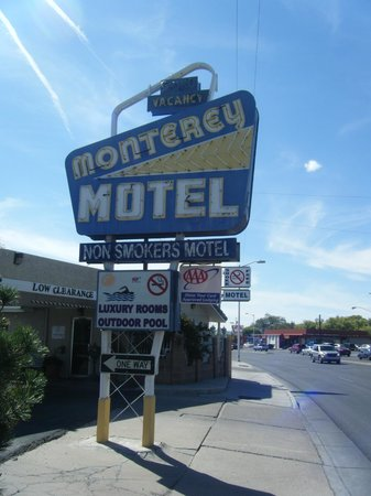 Monterey Motel: Signage