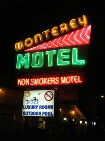 Monterey Non-Smokers Motel: Signage