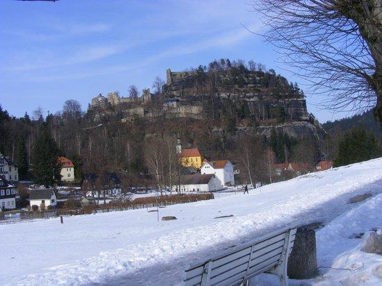 Hotel Oybiner Hof: Blick auf den Berg Oybin ( Burg )