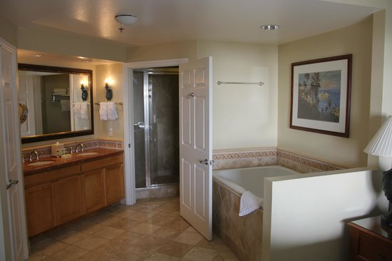 Marriott's Newport Coast Villas: Master Bedroom Bathroom