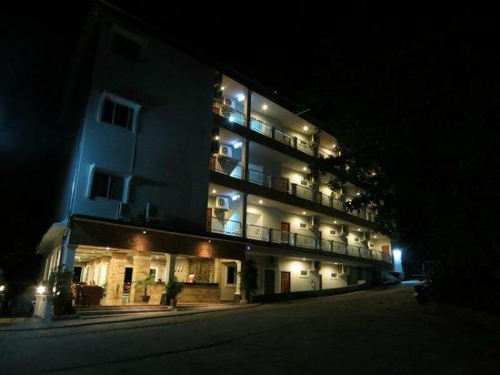 Blue Ocean Beach Resort : Night view of hotel