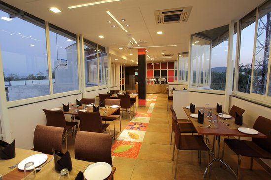 Dayal Hotel: A/C ROOF TOP RESTAURANT