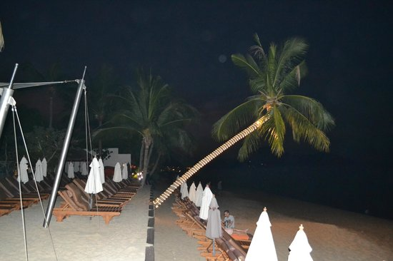 Bandara Resort & Spa: By night