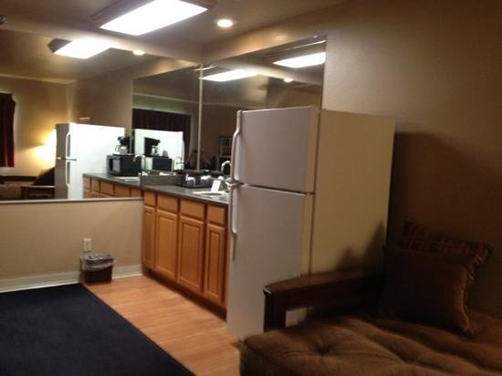 Home Place Inn: Corner Kitchenette Suite Single King Bed with New Futon #228