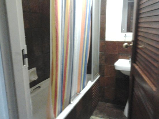 Cutty Sark Hotel: The bathroom