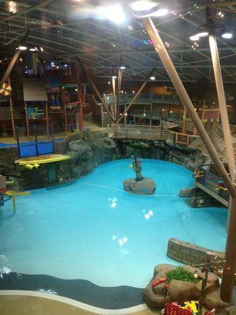 Parque Acuático Alton Towers: The main pool. Photo was taken after hours as no photography is permitted with children around
