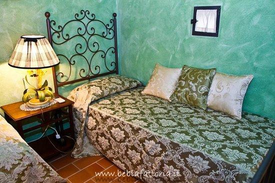 Letto Singolo Rustico : Due letti singoli in un hotel in stile rustico camera per bambini