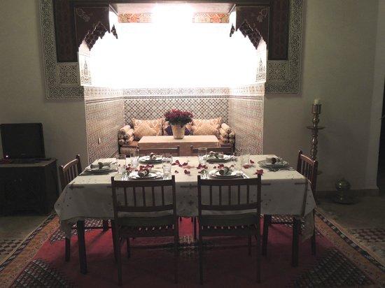 Riad Al Kadar: La tavola apparecchiata per noi