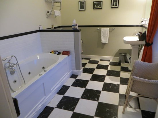 Tigh Na Leigh: Bathroom