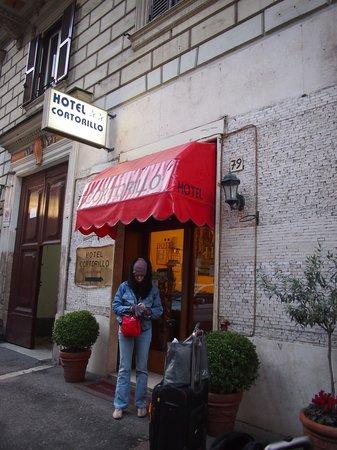 Hotel Cortorillo, Front