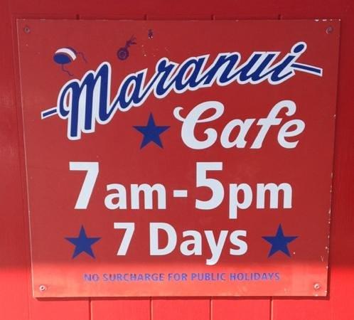 Maranui Surf Lifesaving Cafe: might be busy at peak times....