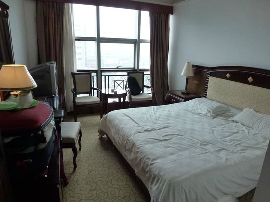 Guilin Jinpu Hotel: our room