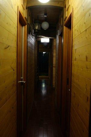 Guest House Kanalian: corridor