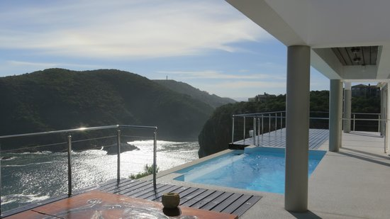 Head Over Hills : View of the swimming room