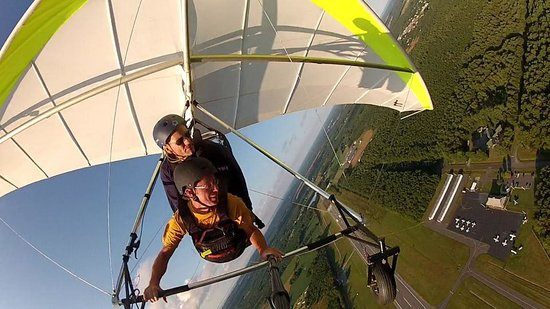 Virginia Hang Gliding: Banking it hard over the airport