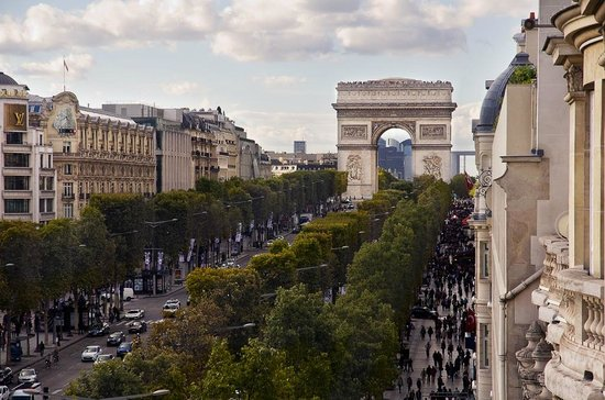 Fraser Suites Le Claridge Champs-Elysees : The view from the 5th and 6th floor, in Deluxe Suite category