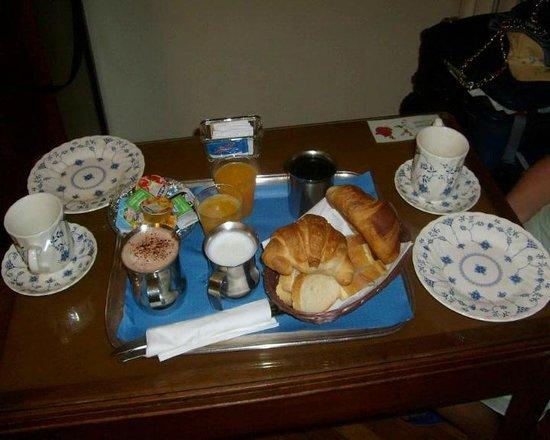 Hotel Suisse: DESAYUNO EN LA HABITACION