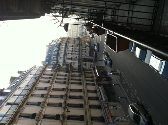 Hotel Ibis Styles Paris Saint Lazare: Street view from my room