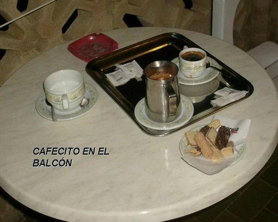 Hotel Olimpico: CAFE EN EL BALCON