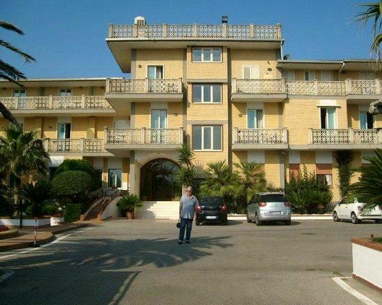 Hotel Olimpico: FRENTE DEL HOTEL