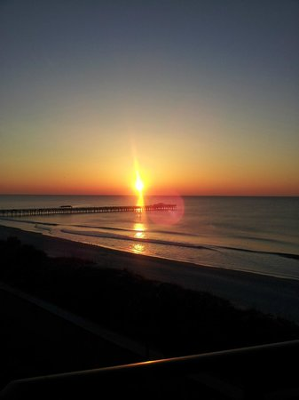 DoubleTree Resort by Hilton Myrtle Beach Oceanfront: Sunrise from our room.
