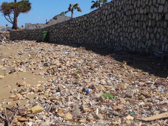 LA Hotel & Resort: L.A.Hotel Strand mit Müll und Scherben