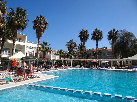 LA Hotel & Resort: Pool