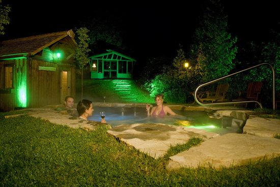 Auberge des Falaises : les bassins chauds