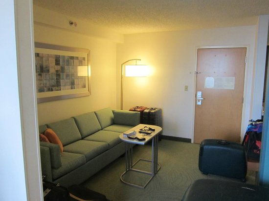 SpringHill Suites Miami Airport South: Living Area
