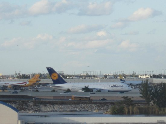 SpringHill Suites Miami Airport South: Airfield View