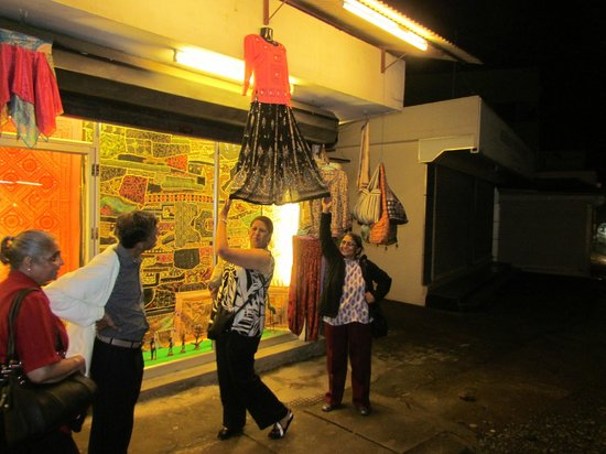 Hotel Treetop: thekkady city shopping