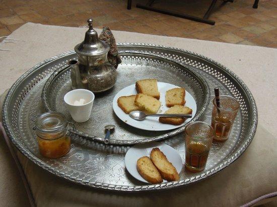 Riad Princesse Jamila: thé et petits biscuits