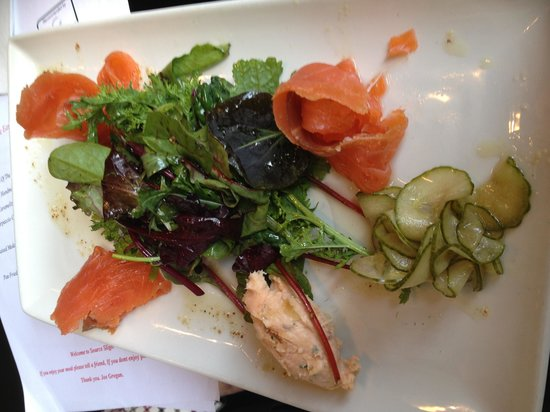 Source Sligo Restaurant: Smoked salmon salad