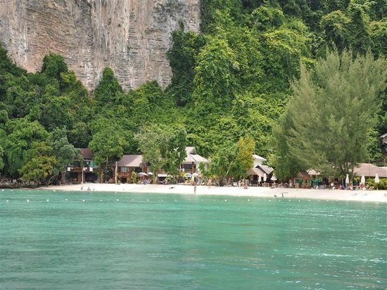 Phi Phi Popular Beach Resort: Beach