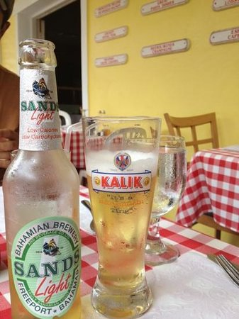 Giovanni's Cafe: Sands ..! cerveza local