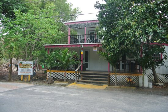 Perfect Pineapple Guest Houses: The shop. Our room was over top & we had our own private porch