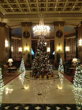 The Roosevelt Hotel : The lobby @ X-mas