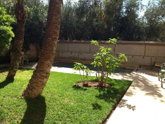 Les Deux Tours: Private garden