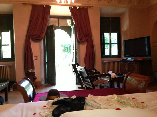 Les Deux Tours: Our room