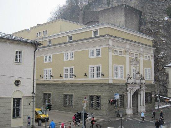 Hotel Goldener Hirsch, a Luxury Collection Hotel, Salzburg: View from room towards Festspielhaus