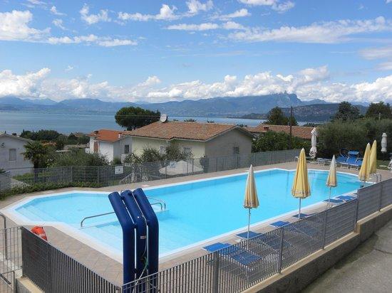 Albergo Panoramica: piscina con vista