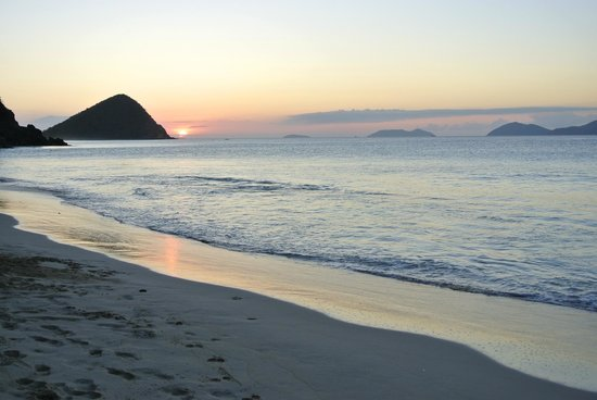 Sebastian's on the Beach: beach view to the left -