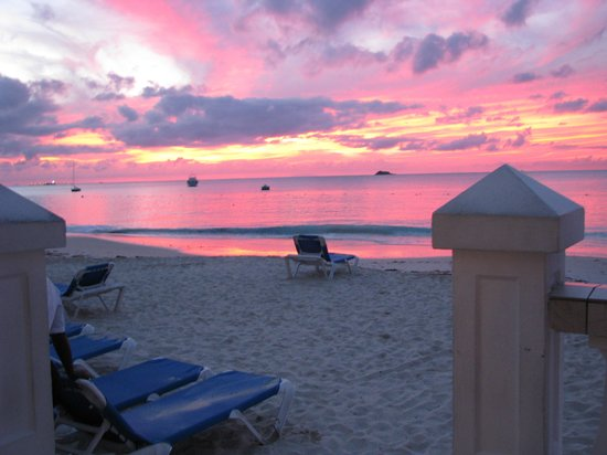 Sandals Grande Antigua Resort & Spa : Sunset at dinner