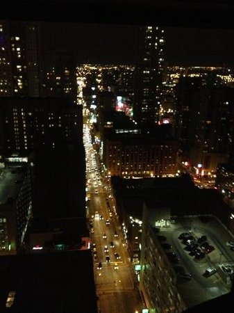 Chicago Marriott Downtown Magnificent Mile: view of ohio st on a Friday evening from rm 3533
