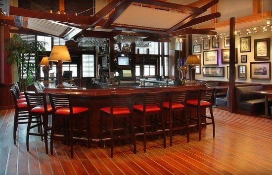 Regatta Bar & Grille : Regatta Bar area