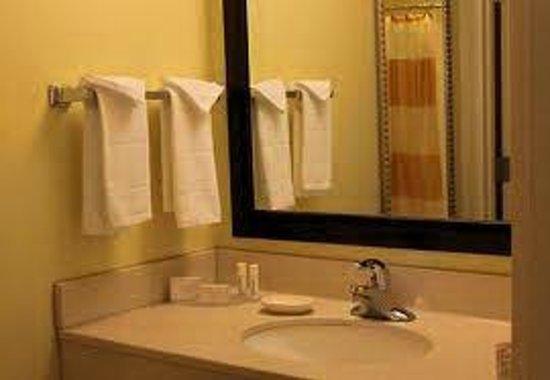 Hotel Aeropuerto: Bathroom