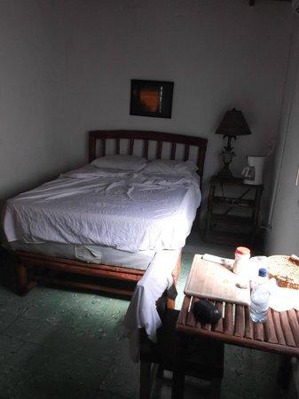 San Carlos Beach Inn : Surfer's studio / Sombre et étouffant - 28 février 2013.