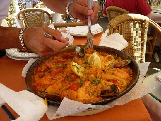 los Tarajales: Seafood paella
