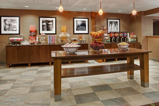 Hampton Inn Iowa City / Coralville : Breakfast Serving Area